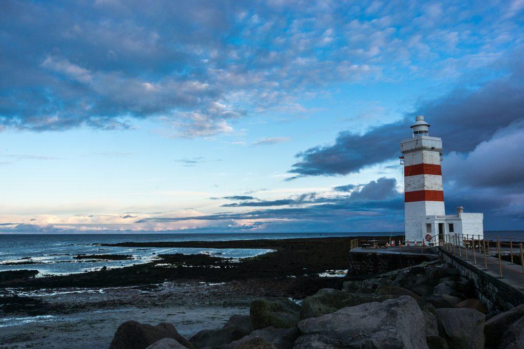 Рассвет на маяке в Исландии