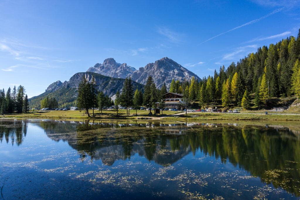 Горы и озеро Анторно